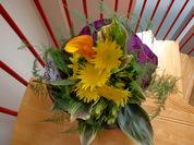 ひまわりとカラーの花束