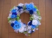 ブルーのバラのリース