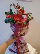 ガーベラとヒペリカムの花束