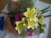 ユリとスモークツリーの花束